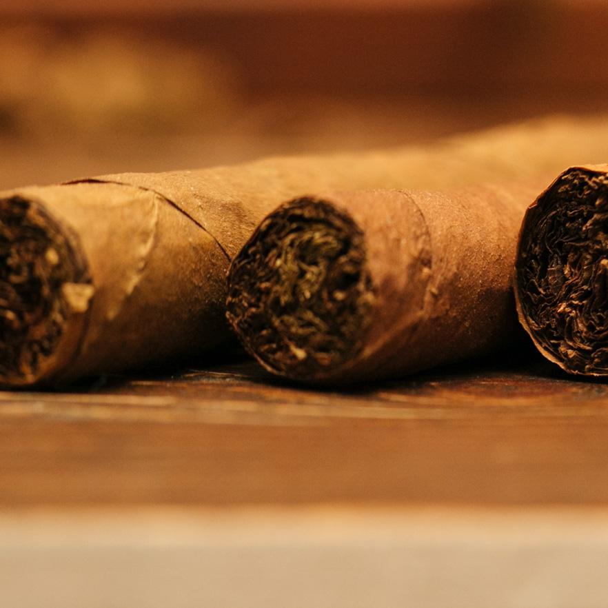 212-cigar-cigar-party-rolling